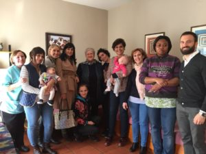 La imagen se corresponde con la visita de la presidenta del COMT, Natividad Laín, y parte de la Junta Directiva realizaron hace doa años a la casa refugio para mujeres Santa Lioba de Talavera de la Reina